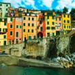 Riomaggiore village, rocks and old traditional houses. Cinque Te — Stock Photo #69776813