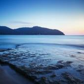 Baratti bay, headland hill, rocks and sea on sunset. Tuscany, It — Stock Photo