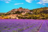Simiane la Rotonde village and lavender. Provence, France — Stock Photo