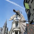 Постер, плакат: Dragon at Diagon Alley near the Harry Potter ride at Universal S