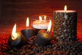Coffee beans and burning candles — Stock Photo