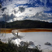 Young woman taking photos of red polluted lake in Romania, Alba, — Fotografia Stock