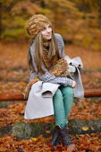 Young smiling woman portrait outdoor in autumn — Stock Photo