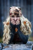 Young woman portrait outdoor in autumn — Stock Photo