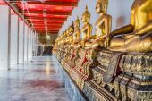 Aligned golden buddha statues Wat Pho temple bangkok Thailand — Stock Photo