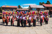 Musicians and dancers in the peruvian Andes at Puno Peru — Stock Photo