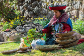 Woman with nural dyes peruvian Andes  Cuzco Peru — 图库照片
