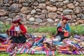 Women selling handcraft peruvian Andes  Cuzco Peru — Stock Photo