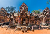 Banteay Srei hindu pink temple — Stock Photo