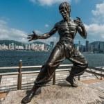 Bruce Lee statue Avenue of Stars Tsim Sha Tsui Kowloon Hong Kong — Stock Photo #77645418