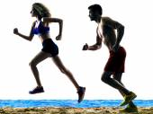 Couple runners running on the beach — Stock Photo