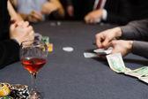 人々 がポーカーをプレイ — ストック写真
