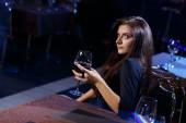 Hezká žena v nočním klubu — Stock fotografie