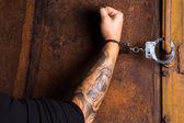 Tattooed hand of a criminal handcuffed — Foto de Stock