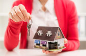 Realtor with key — Stock Photo