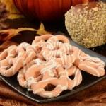 Pumpkin pie pretzels and caramel apples — Stock Photo #55120217