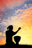 Man plays the drums — Stock Photo