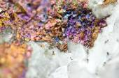 Chalcopyrite in quartz, It has the chemical formula (CuFeS2). — Stockfoto