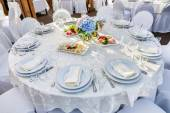 Banquet round table for guests — Stockfoto