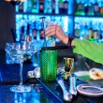 Barman professional making cocktail — Stock Photo #72976619