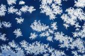 Hoarfrost patterns on glass in the winter — Stock Photo