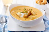 Pumpkin soup and crouton bread — Stock Photo