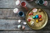 Decorative Eastern eggs in the plate — Stock Photo