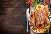 Served roasted turkey with vegetables — Stock Photo