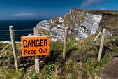 Perigo manter placa — Fotografia Stock