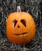 Halloween pumpkins with a bale of hay  — ストック写真