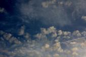 Mavi gökyüzü bulutlu! — Stok fotoğraf