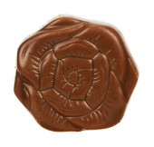 Pezzo di cioccolato su sfondo bianco — Foto Stock