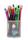 Grupo de canetas e lápis de madeira em vaso metal isolado no branco — Fotografia Stock