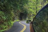 Driving through the winding roads of the Smoky Mountains — Stock Photo
