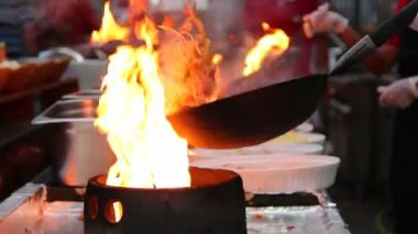 Chef frying food in flaming pan — Stock Video