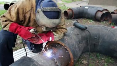 Worker with arc Welder — Stock Video