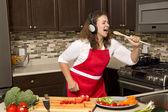 женщина на кухне — Стоковое фото