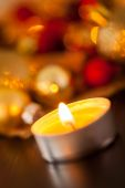 Warm gold and red Christmas candlelight background — Zdjęcie stockowe