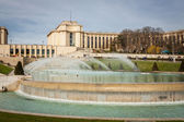 Architecture and Fountain in Paris — Stockfoto