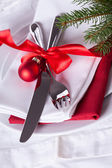 Romantic red Christmas table setting — 图库照片