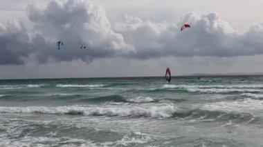 Kitesurfer in ocean — Stock Video