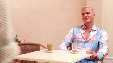 Smiling couple in cafe — Stock Video