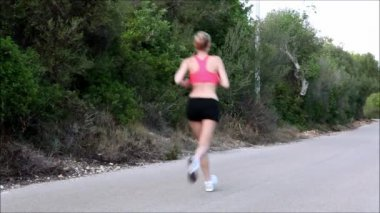 Athletic woman running outdoor — Stockvideo