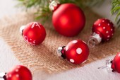 Pretty red polka dot Christmas baubles — Stock Photo