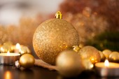 Warm gold Christmas candlelight background — Photo