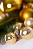 Golden Christmas decoration background — Stok fotoğraf