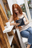 Sitting Woman with  Tablet — Stockfoto