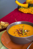 Bowl of delicious pumpkin soup — Stock Photo