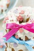 Hausgemachte, Süße Brötchen mit Rosa Schleife — Stockfoto