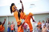 Kenyan Acrobats Limbo — Stock Photo